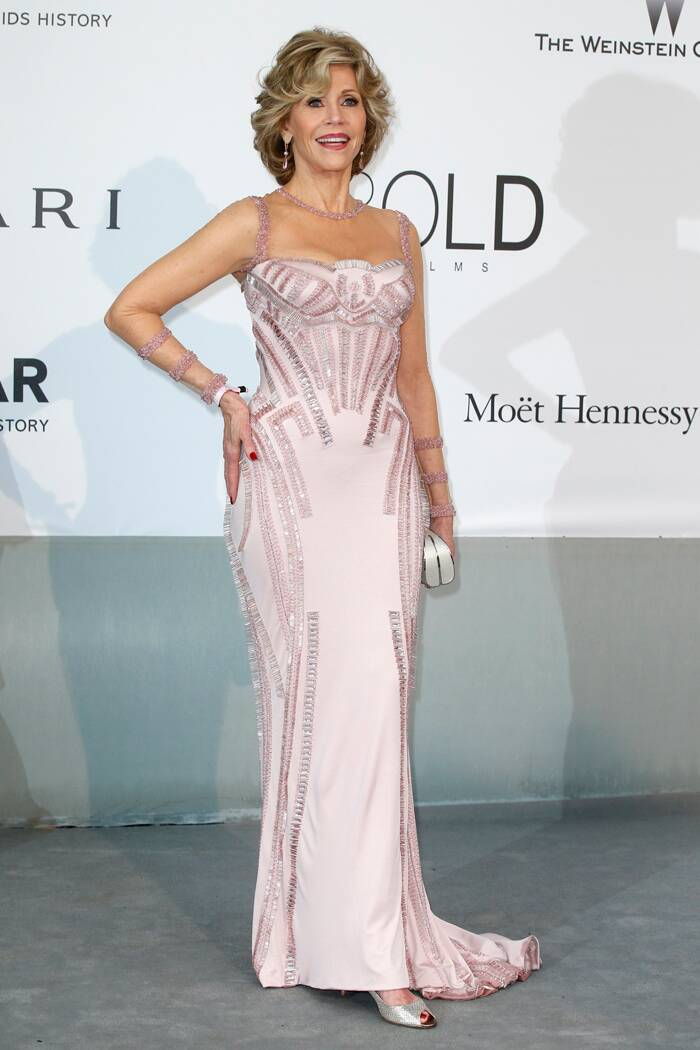 Actress Jane Fonda was elegant in a pink-strapped Atelier Versace gown with Swarovski crystal beading. She styled the look with Chopard jewels, Jimmy Choo shoes and a Versace clutch. (Source: Reuters)