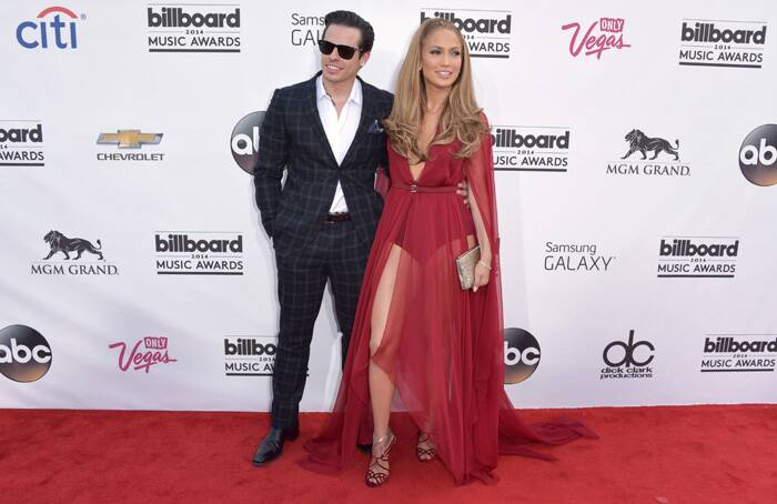 Jennifer Lopez arrived with her boyfriend Caspar Smart received the Billboard Icon Award. (Source: AP)