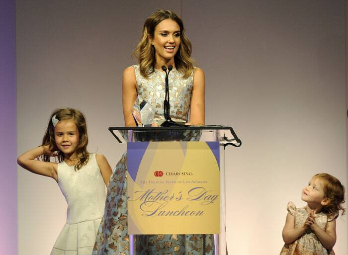 Jessica Alba accepts her award as her daughters Honor Marie, left, and Haven Garner look on. (AP)