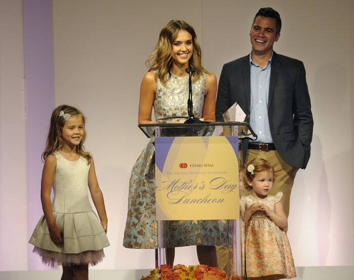 Jessica accepts her Mother of the Year award as her husband Cash Warren and their daughters Honor Marie, left, and Haven Garner look. (AP)