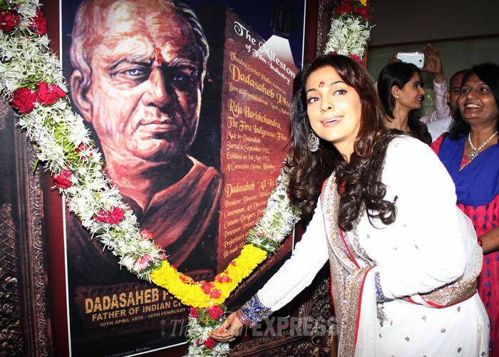 Juhi Chawla pays her respects to Dadasaheb Phalke. (IE Photo: Amit Chakravarty)