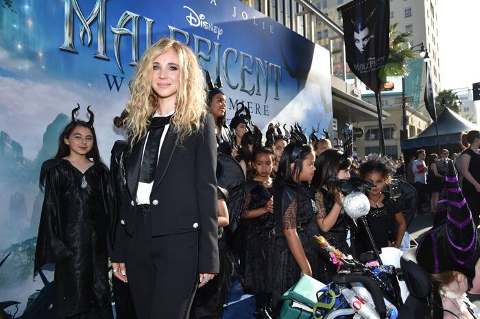 Actress Juno Temple opted for a rather formal look. The actress who plays the role of pixie Thistlewit wore a black suit with a white blouse featuring black bow. (Source: AP)