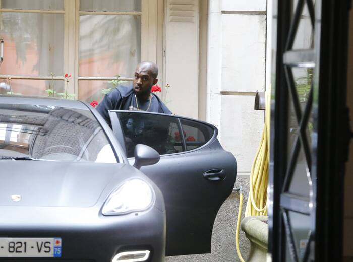 Kanye gets into the car. (Source: AP)