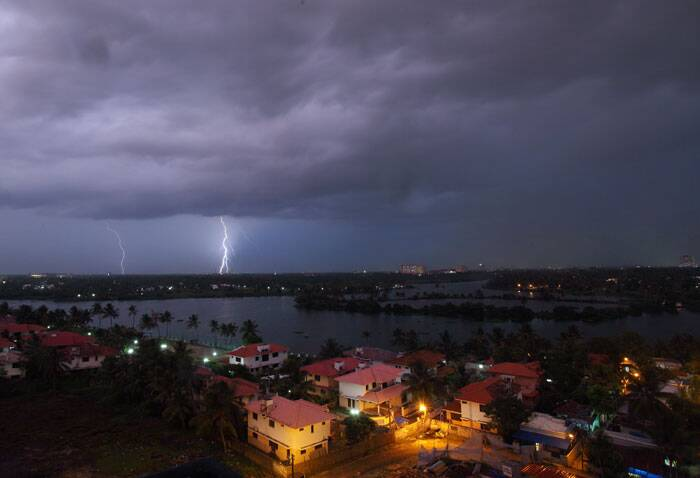A glimpse of a thunder storm in Cochin. Forecasts on Friday said monsoon is  expected to arrive in Kerala on June 1st. (Source: Nirmal Harindran)