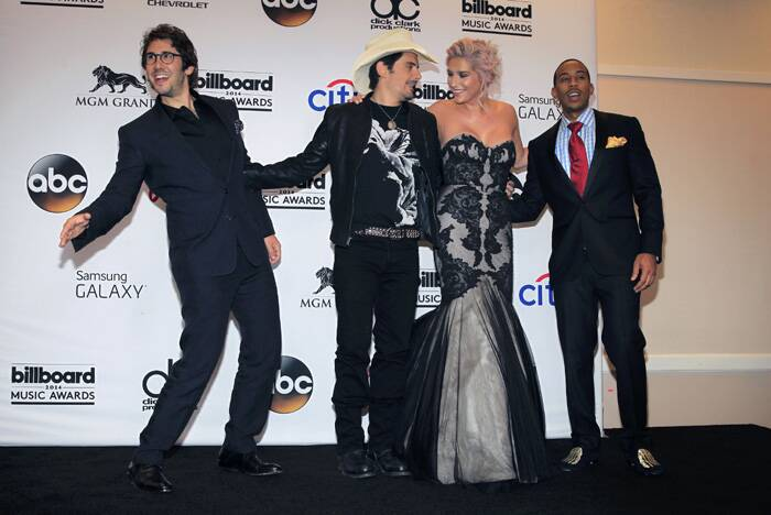 (L-R): Musician Josh Grobin, Brad Paisley, Kesha and Ludacris pose backstage at the 2014 Billboard Music Awards in Las Vegas. (Source: Reuters)