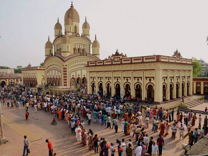 Devotees standing in queues to perform puja at Dakshineswar temple on the occasion of Akshaya Tritiya festival in Kolkata Friday. (PTI)
