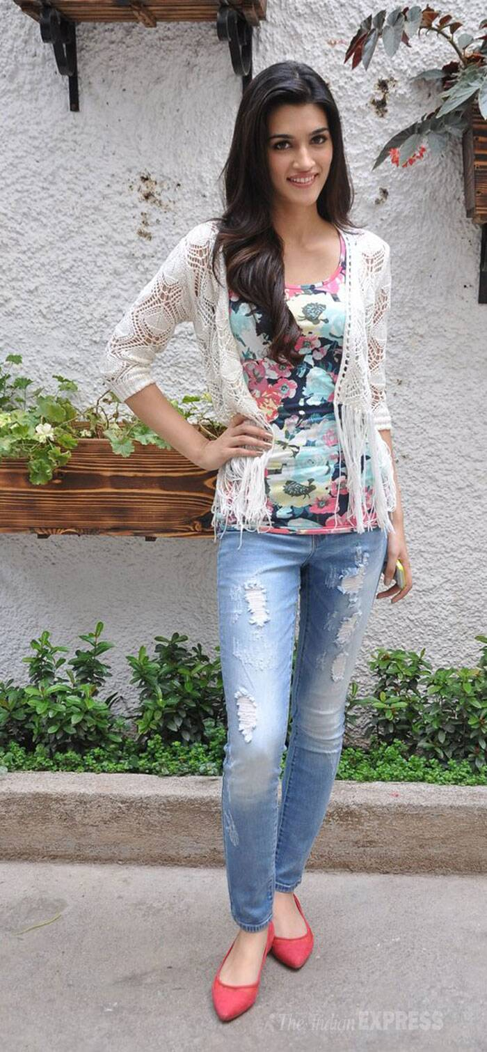 Pretty girl Kriti was dressed in a floral tank top with a crochet jacket and ripped denims. (Source: Varinder Chawla)