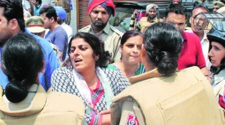 Women protest while a shop in Gurmar Mandi is being demolished. (Gurmeet Singh)