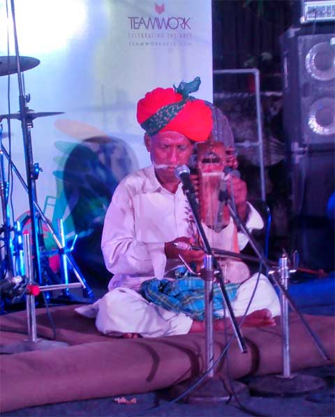Sindhi Sarangi legend Lakha Khan playing at the Lodi, the Garden restaurant in New Delhi. (Indian Express)