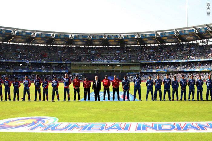 A minute's silence was observed by players and match officials as a mark of respect to India's oldest Test cricketer Madhav Mantri, maternal uncle of Sunil Gavaskar, who died at the age of 92 on Friday. (Source: IPL/BCCI)