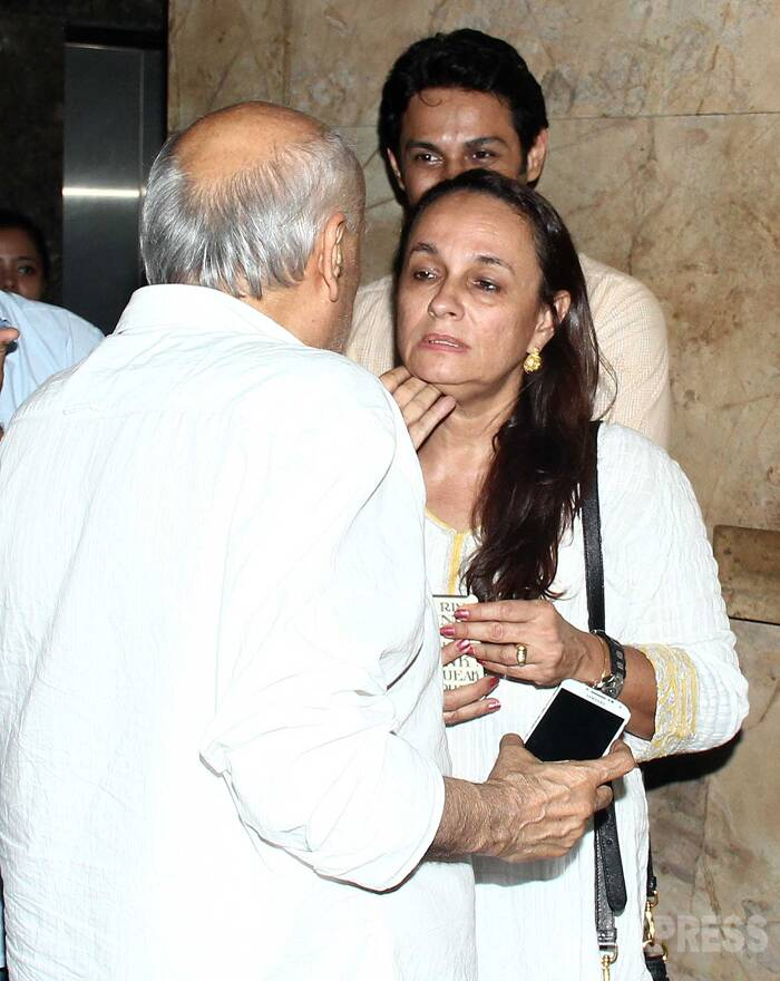 Ahem Ahem! Mahesh Bhatt cannot keep his hands off wife Soni Razdan. (Source: Varinder Chawla)