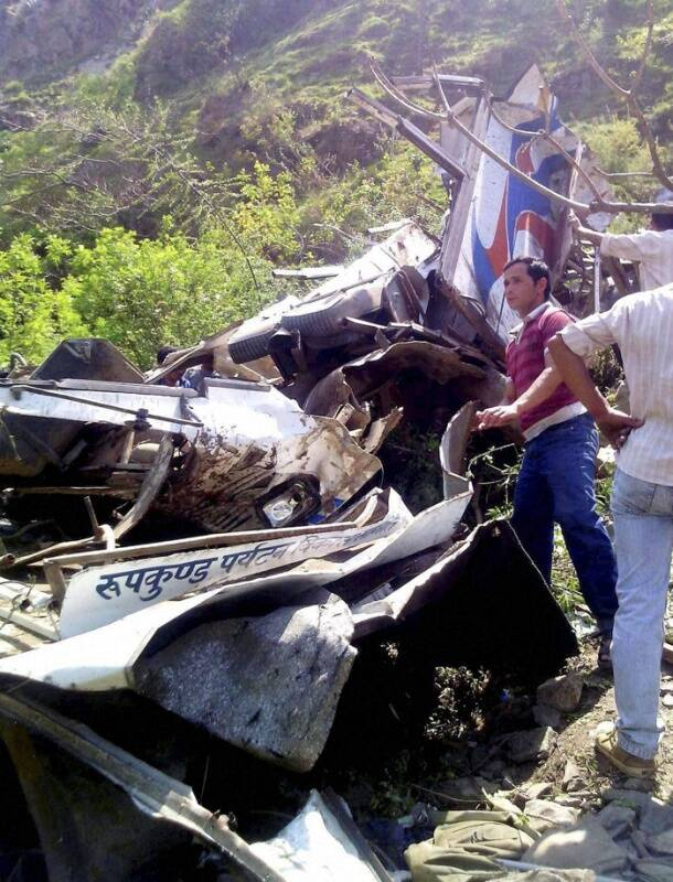 Bus plunges into gorge in Uttarakhand
