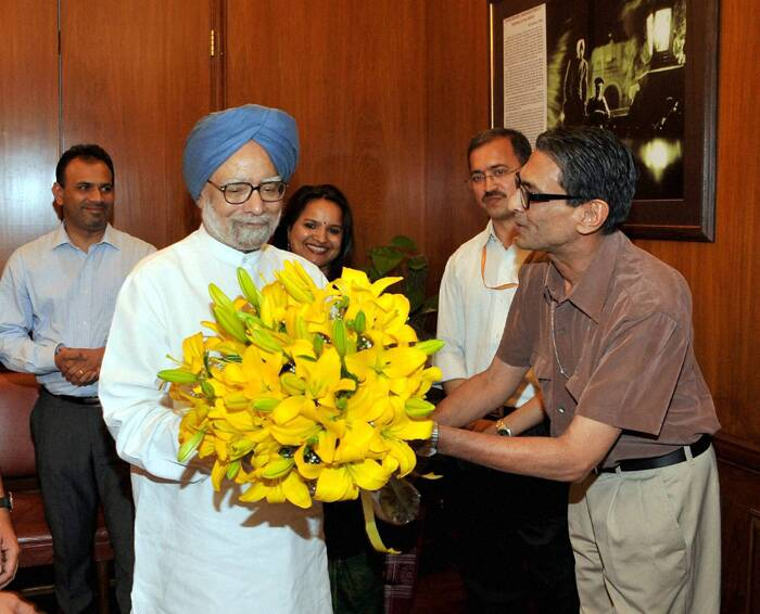 Manmohan Singh says goodbye to personal staff