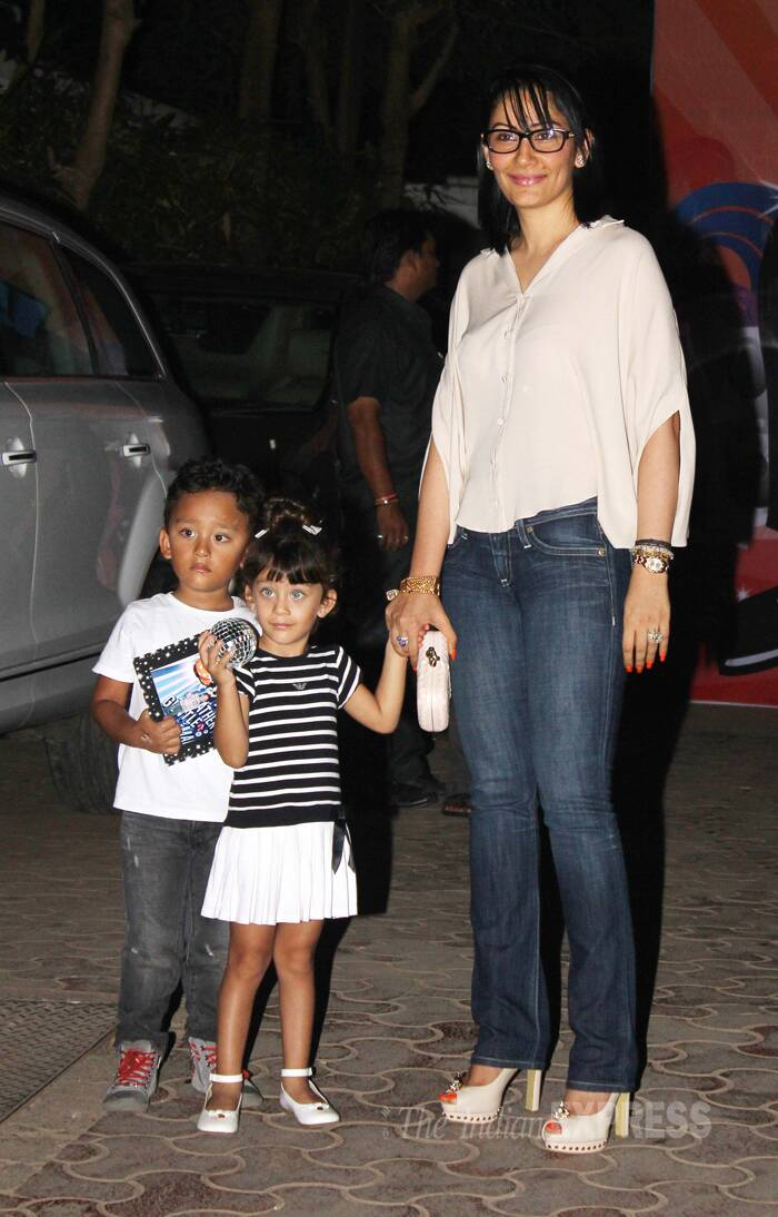 Maanyata Dutt, who has lost a lot of weight due to her past illness, looked fairly better in a self-coloured blouse and denims as arrived with twins Shahraan and Iqra. (Source: Varinder Chwala)