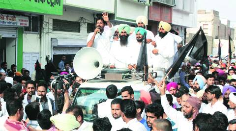 Manpreet Badal and Raja Warring protest in Bathindha on Thursday. (Photo: IE)
