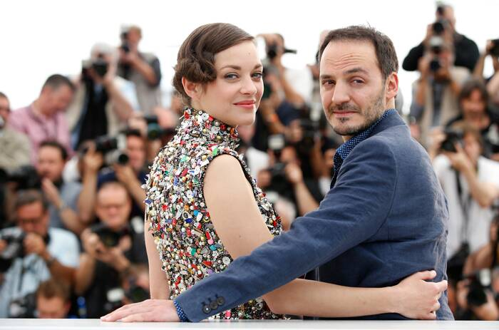 Marion Cotillard poses for a picture along with her co-star Fabrizio Rongione who was suave in a dark suit. (Source: AP)