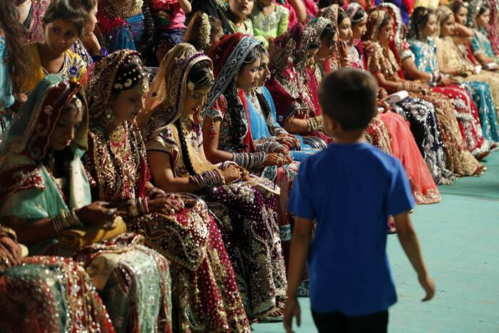A total of 35 Muslim couples took wedding vows during the mass marriage ceremony organised by a Muslim voluntary organisation on Sunday (May 11) in Mumbai. (AP)