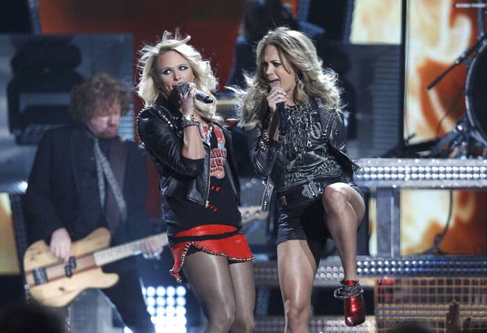 Miranda Lambert and Carrie Underwood perform 'Somethin' Bad' onstage at the 2014 Billboard Music Awards in Las Vegas, Nevada. (Source: Reuters)