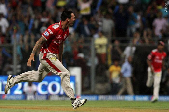 Chennai's chase began with a nightmare, as they lost in-form opener Faf du Plessis off the second ball of Mitchell Johnson's first over. (Source: IPL/BCCI)