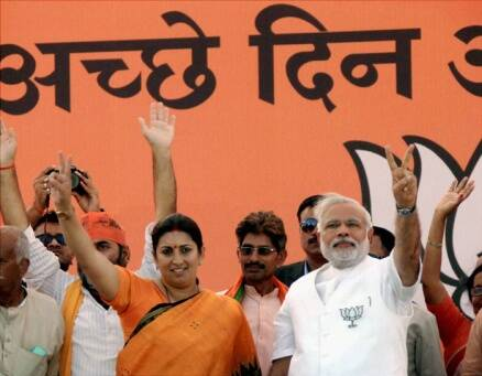 Narendra Modi storms Amethi, attacks Sonia and Rahul Gandhi