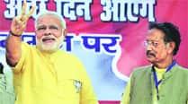 Sonia, Rahul humiliated senior Cong leaders, says NarendraModi