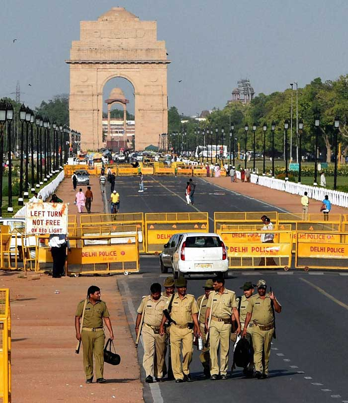 Security personnel guard Rajpath on the eve of Narendera Modi's swearing-in, in New Delhi. (Source: PTI)
