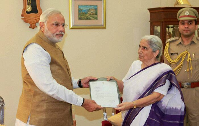 Prime Minister-elect and outgoing Chief Minister Narendra Modi submits his resignation letter to Gujarat Governor Kamla Beniwal in Gandhinagar on Wednesday.  (Source: PTI)