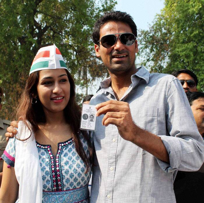 Cricketer and Congress candidate Mohd. Kaif for Phulpur seat with his wife Pooja Yadav shows voter card after casting vote for 8th phase of Lok Sabha Election in Phulpur on Wednesday. PTI