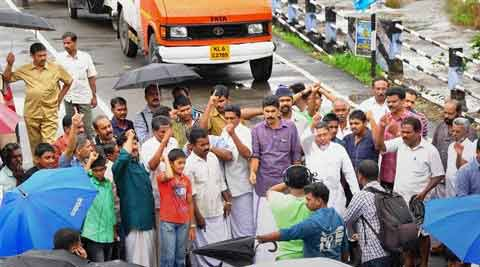 People block a road during a protest over Mullaperiyar dam issue at Karinkulam Chappathu in Idukki on Wednesday. (PTI)