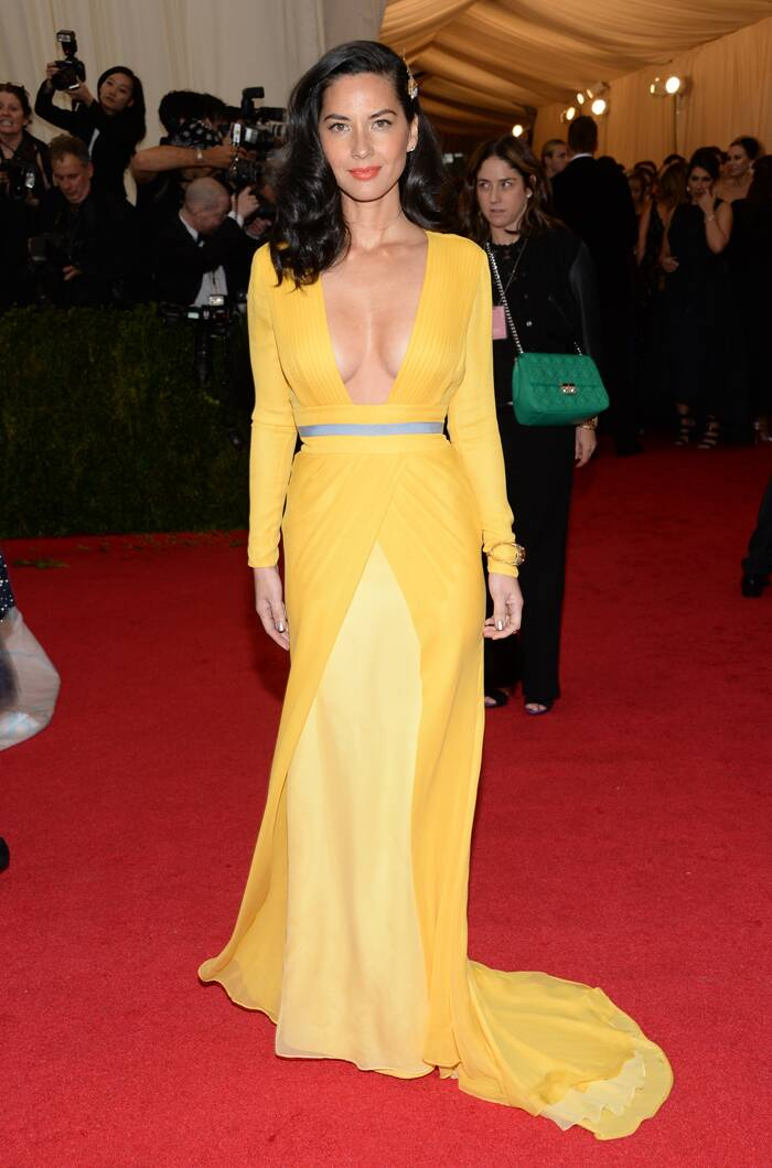 'Newsroom' actress Olivia Munn showed off ample cleavage in a yellow DVF gown. (AP)