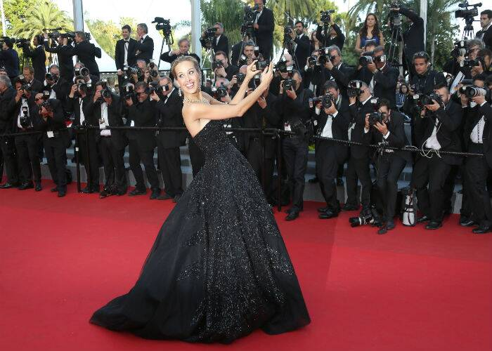 Model Petra Nemcova was another stunner in a black strapless Zuhair Murad Spring 2014 gown. Seen here, the model takes a selfie on the red carpet as she arrives for the premiere of 'Two Days, One Night'. (Source: AP)