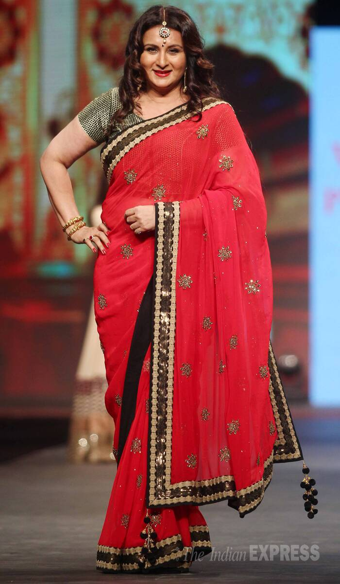 Veteran actress Poonam Dhillon wore a striking red sari with a metallic gold blouse. (Photo:Varinder Chawla)