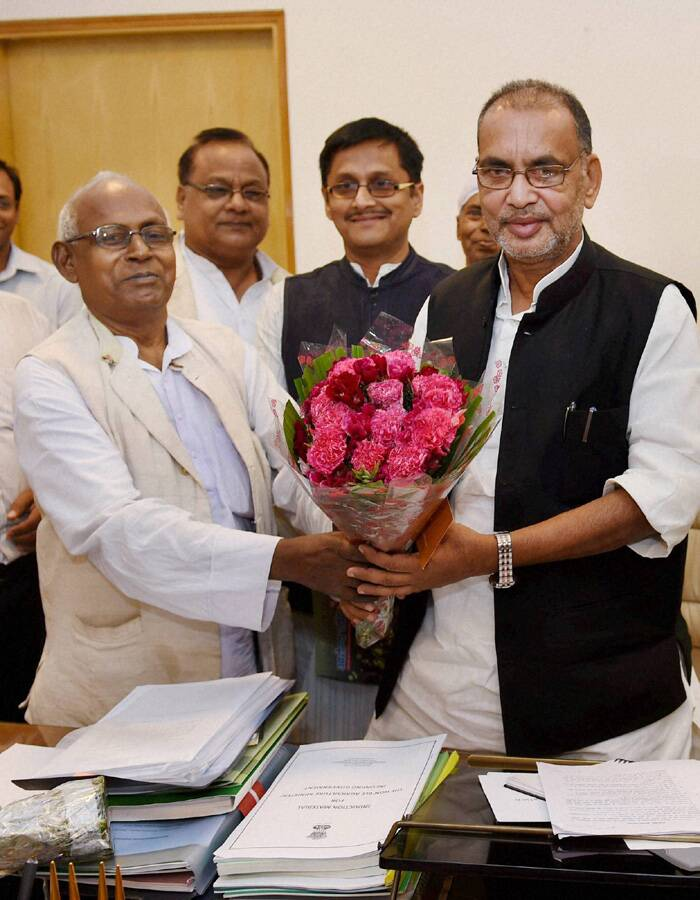 Radha Mohan Singh is greeted as he takes charge of the Agriculture Ministry at Krishi Bhawan in New Delhi. (PTI)