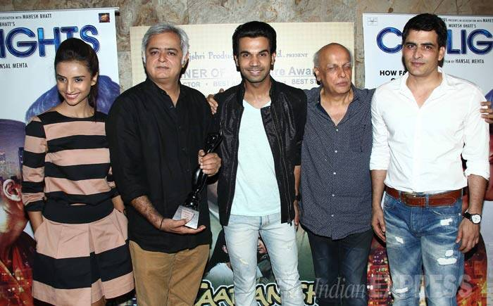 Patralekha, Hansal Mehta, Rajkummar Rao and Mahesh Bhatt pose for a group photo. (Source: Varinder Chawla)