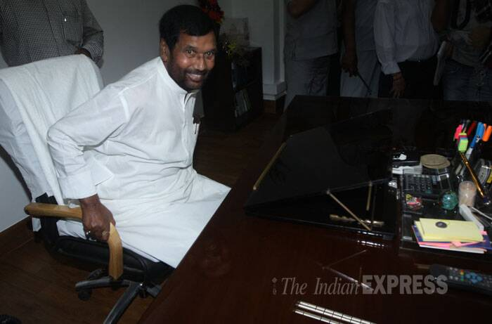 Consumer Affairs, Food and Public Distribution minister Ramvilas Paswan takes charge at Sanchar Bhawan  in New Delhi on Tuesday. (Source: Express photo by Prem Nath Pandey)