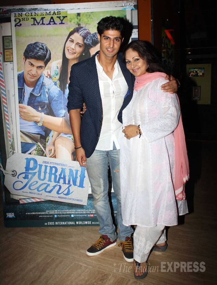 'Ek Duje Ke Liye' actress Rati Agnihotri, who will be seen playing mom to his real son Tanuj Virwani in 'Purani Jeans', was spotted at the film's screening in Mumbai on Thursday (May 1). (Photo: Varinder Chawla)