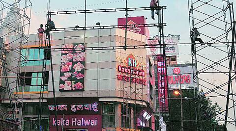 Workers put up a big screen near Datta Mandir in Budhwar Peth area. ( Source: Express photo )