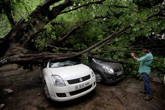 The storm struck Delhi at 4:58 PM immediately throwing normal life out of gear. (Source: Express photo by Ravi Kanojia)