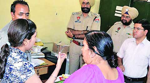 The Derabassi post office staff narrate the incident to police officers on Monday. (Harjeet Singh)