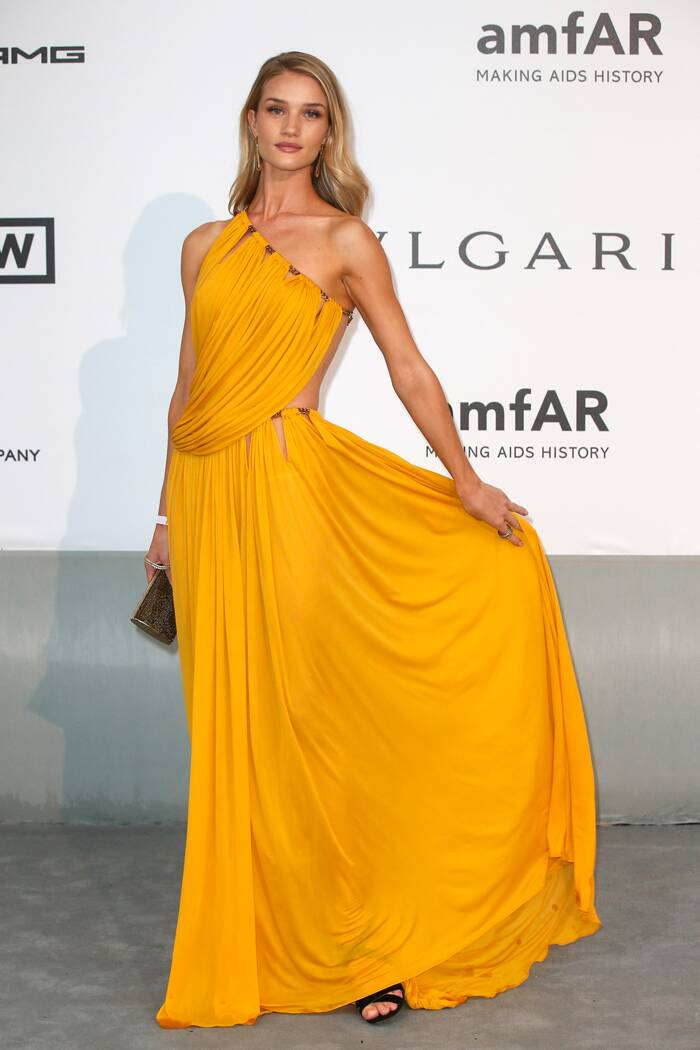 Model Rosie Huntington Whiteley brought some colour to the carpet in a one-shoulder Emilio Pucci dress. (Source: Reuters)