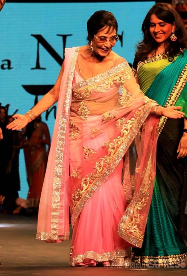Veteran actress Sadhana walks the ramp with Ranbir Kapoor