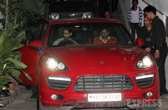 Shahid gets behind the wheels. (source: Varinder Chawla)