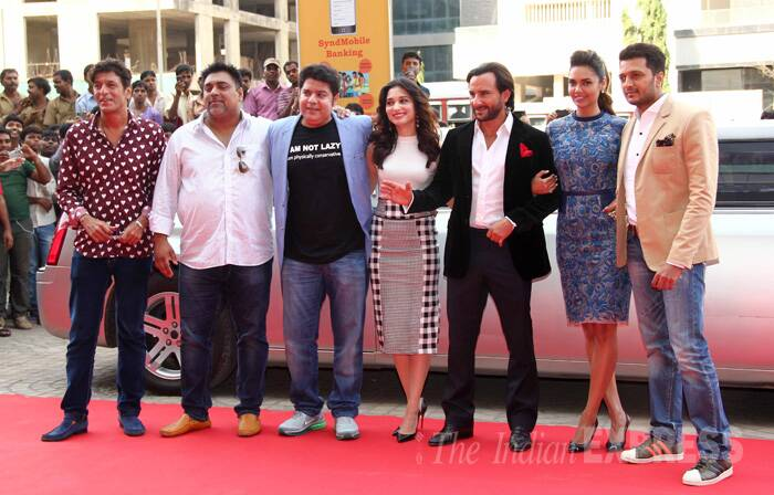 Sajid Khan is all smiles as he poses with his cast – Chunky Pandey, Ram Kapoor, Tamannah Bhatia, Saif Ali Khan, Esha Gupta and Riteish Deshmukh. (Source: Varinder Chawla)