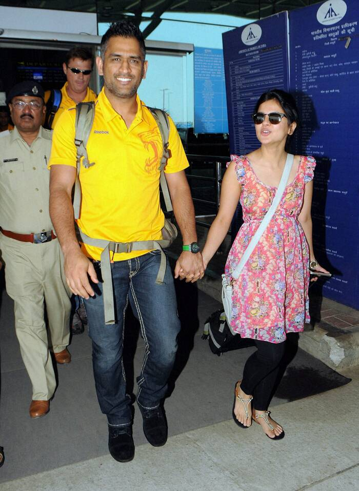 Mahendra Singh Dhoni arrives hand-in-hand with his wife Sakshi in Ranchi on Wednesday for their next IPL match. (PTI)