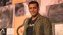 Salman Khan to sing for 'No Entry Mein Entry'