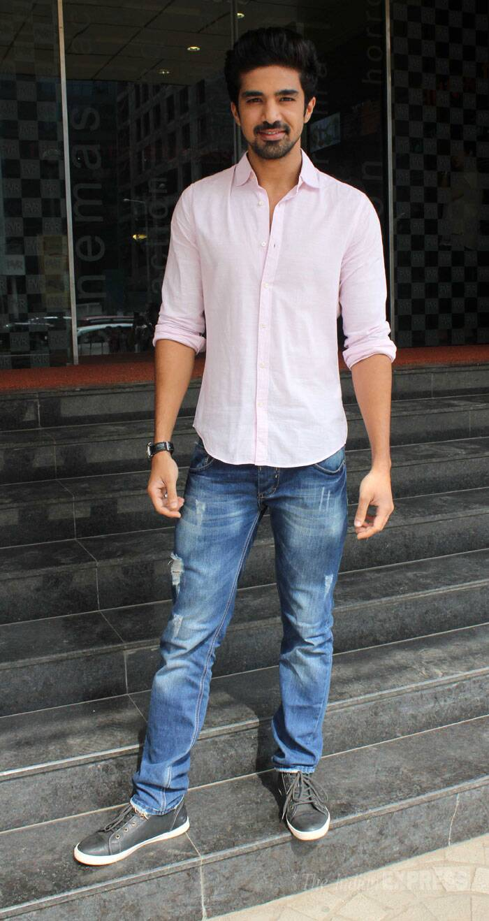 The actor, who plays a skating coach in 'Amole Gupte's 'Hawaa Hawaai',  wore a pale pink shirt with blue denims and sneakers. (Photo: Varinder Chawla)