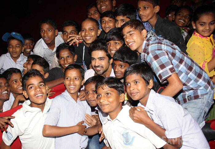 Saqib Saleem hosted a special screening of his newly released flick, 'Hawaa Hawaai' for kids of the Salaam Bombay foundation. (Photo: Varinder Chawla)