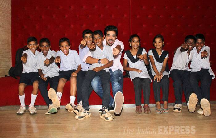Saqib has some fun with the kids as they pose for the cameras. (Photo: Varinder Chawla)