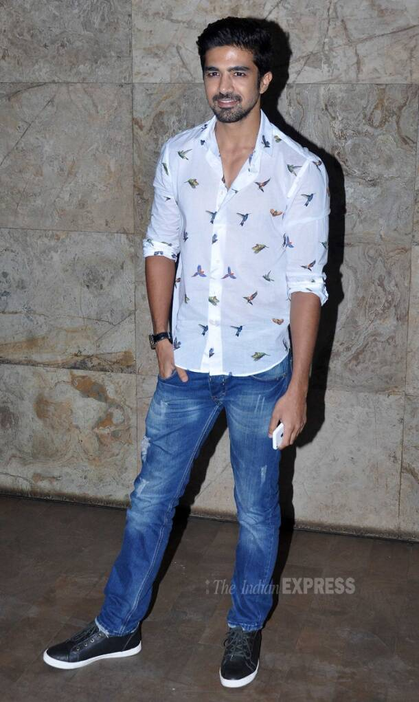 Karan Johar, Saqib Saleem watch 'Hawa Hawai'