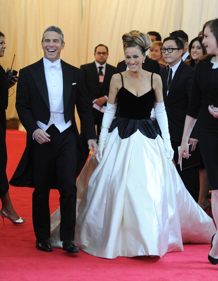 'Sex and the City' actress, Sarah Jessica Parker stole the show with a dramatic Oscar de la Renta gown. The actress had her hair in an updo with flowers pinned into it. (AP)